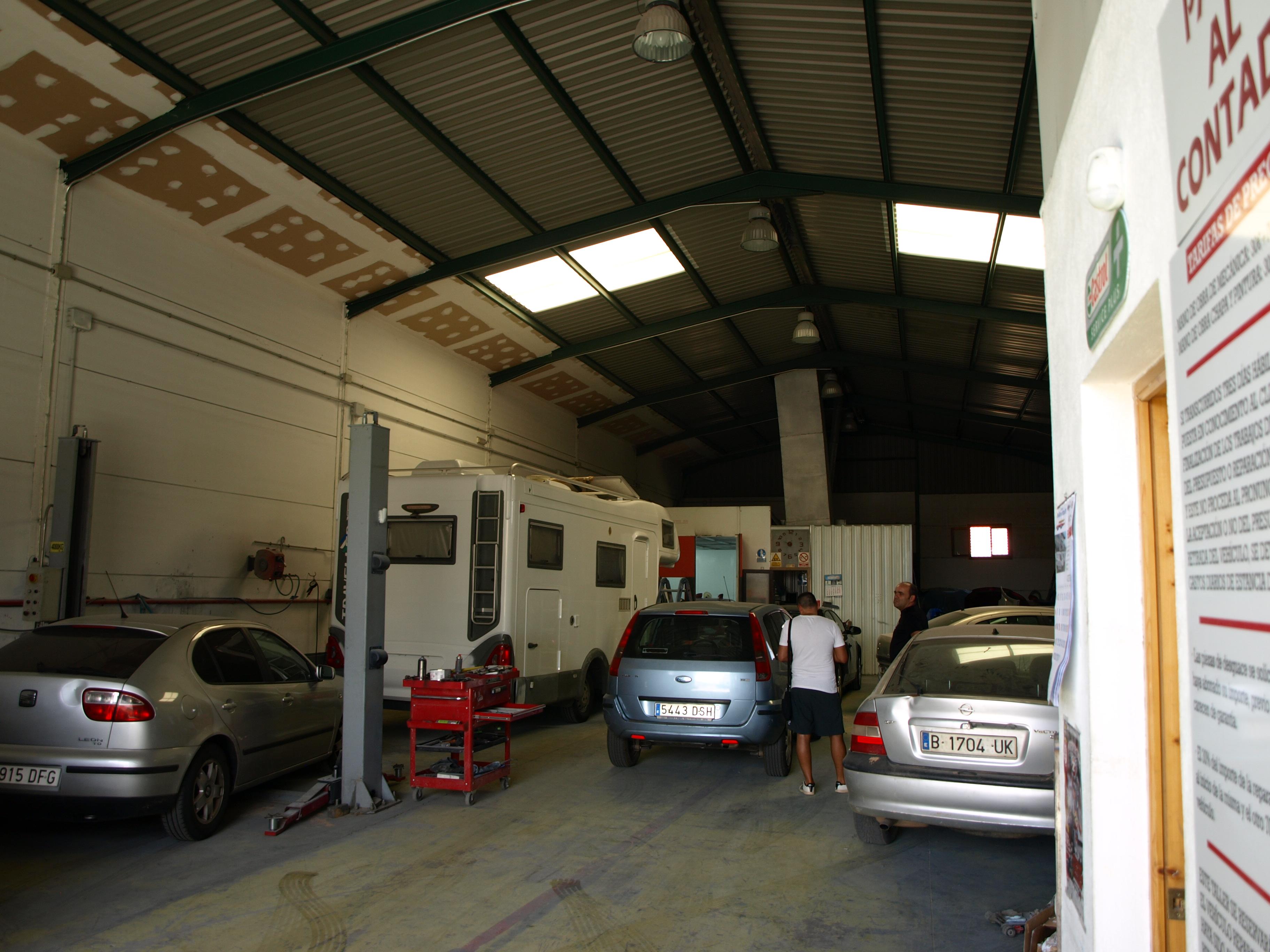 españa taller de chapa y pintura , mecánica general en zafra - padilla