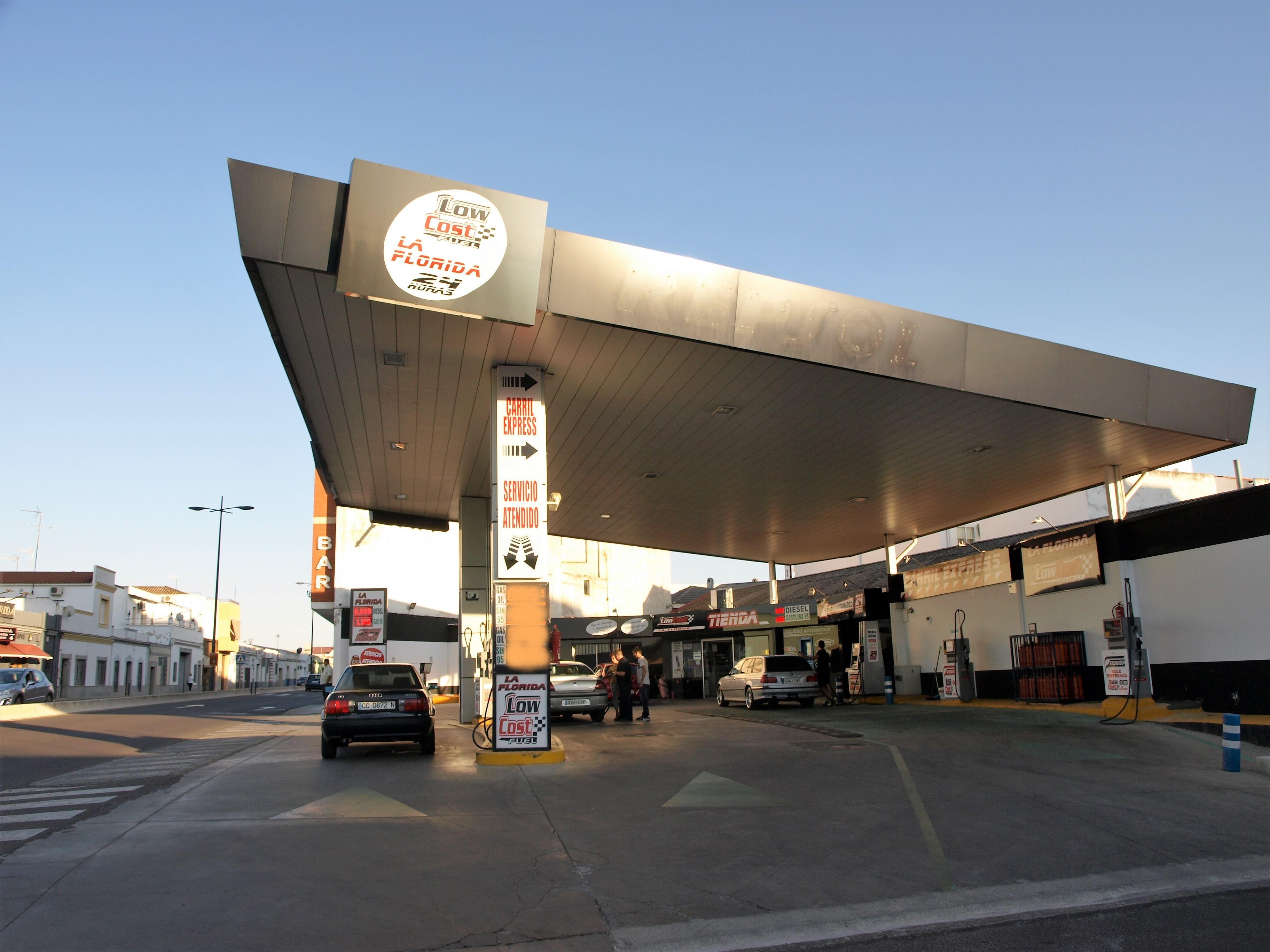 España Estación de servicio gasolinera 24H mas barata de Almendralejo Low Cost Fuel
