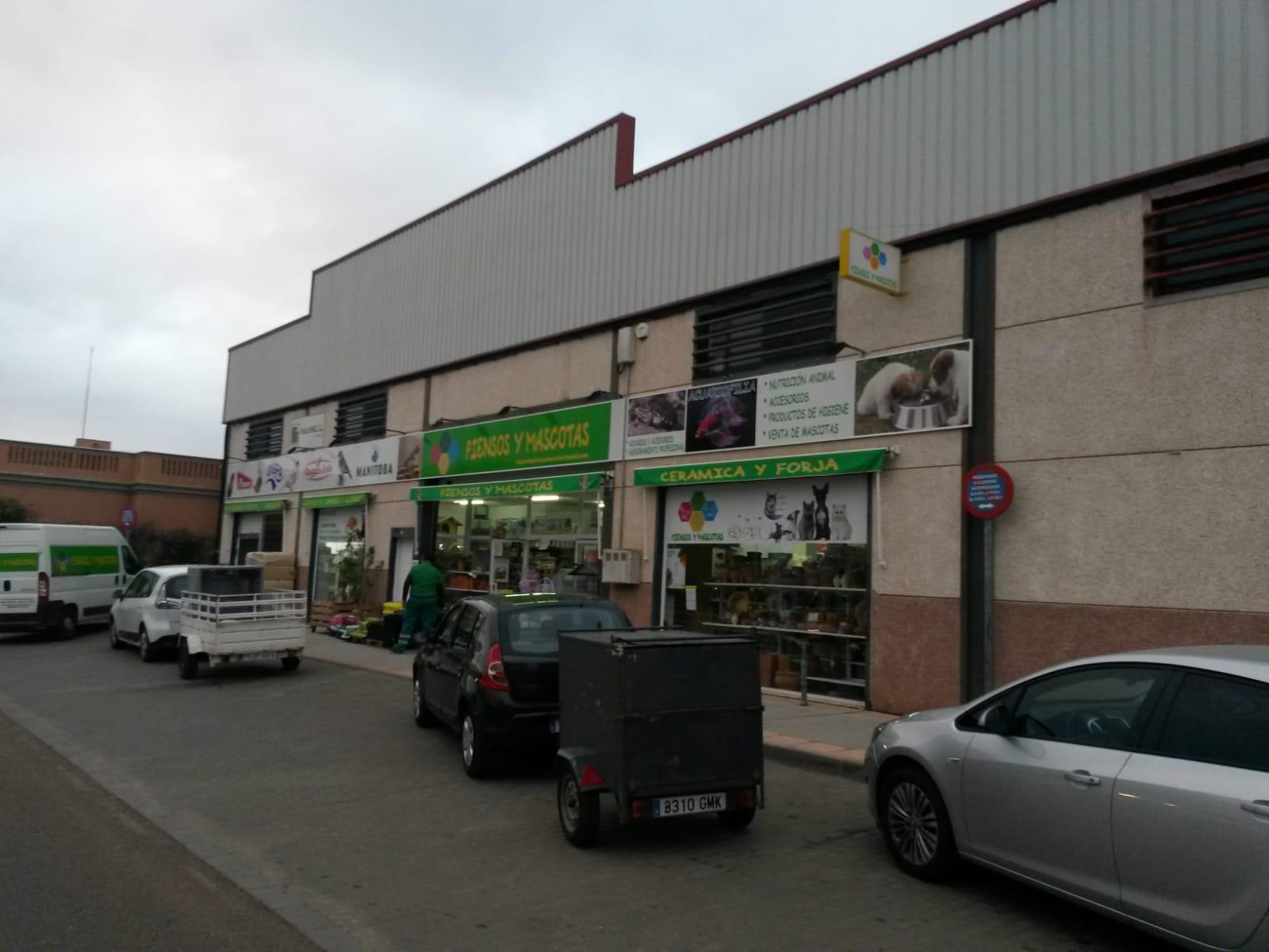 ESPAÑA TIENDA DE ANIMALES Y PIENSOS EN ALMENDRALEJO