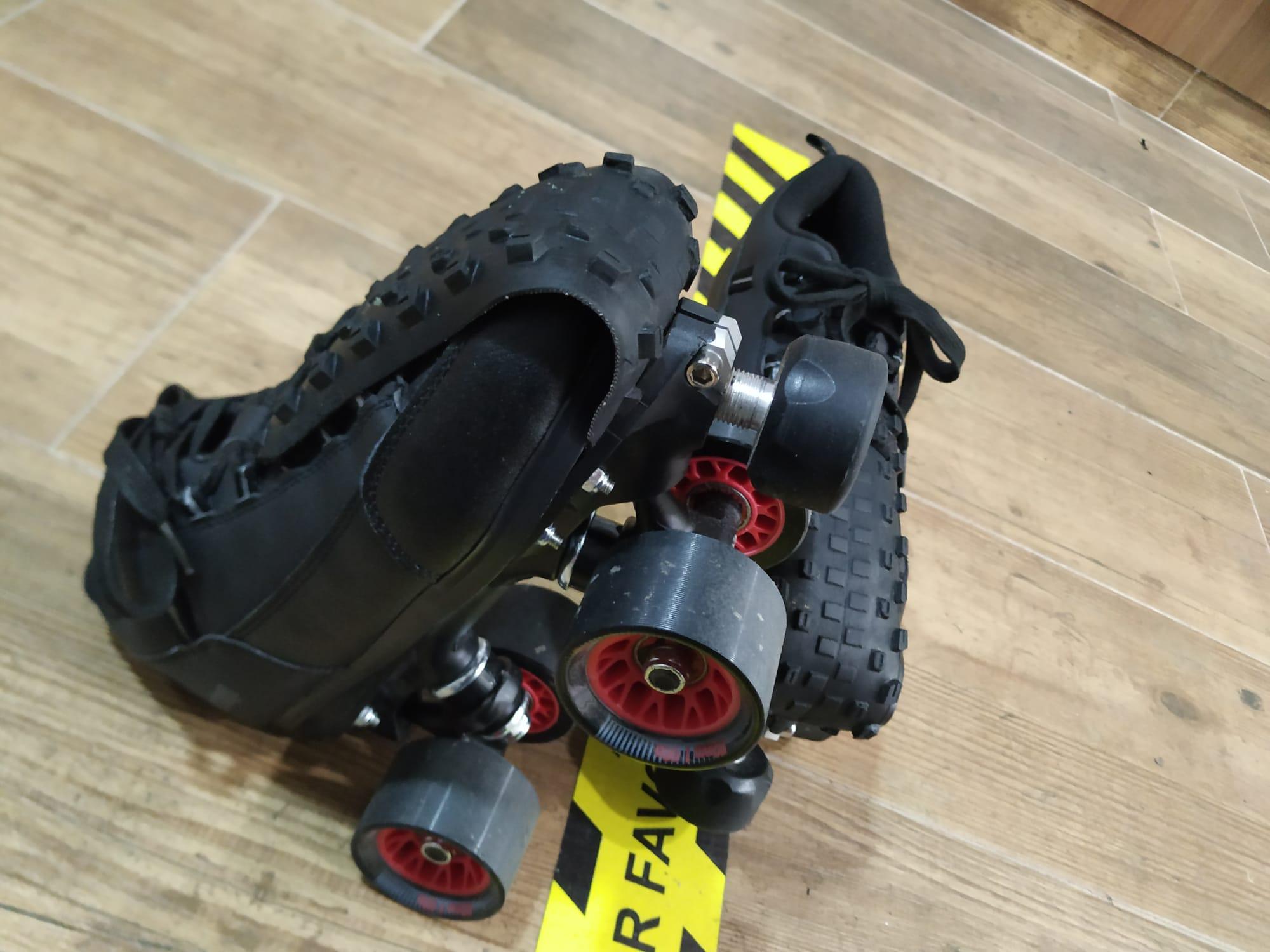 Y Ahora...También preparamos para su deporte favorito todo tipo de protecciones en este caso...Protecciones puntera para roller derby